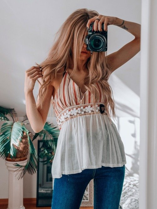 BLOUSE WITH BARE BACK